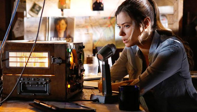 'Frequency' Episode Guide (Oct. 12): Raimy Threatens the Life of Frank's Mother