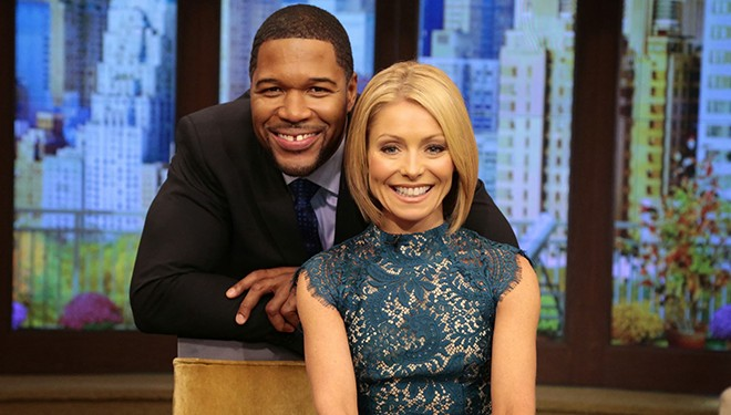 'LIVE with Kelly and Michael' Episode Guide (Aug. 19): Emma Stone; Howie Mandel