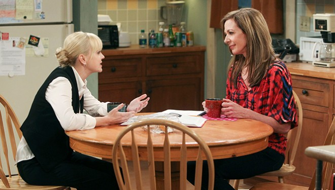 'Mom' Episode Guide (March 30): Christy Helps Jill Adjust to Being a New Foster Mother